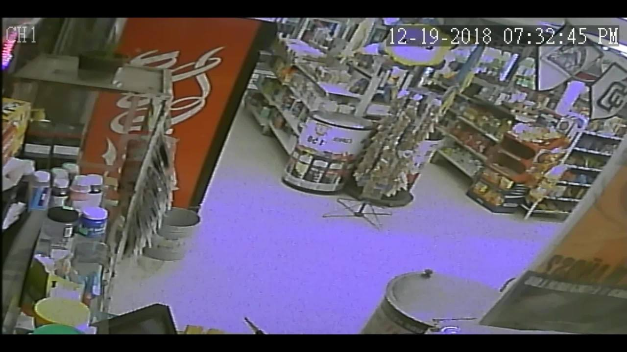 Socorro police looking for suspect who robbed grocery store at gunpoint